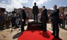 Devlet büyükleri anıtın açılışını yaparken