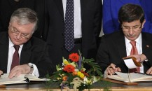 Armenian foreign minister Edouard Nalbandian (seated, L) and Turkish foreign minister Ahmet Davutoglu (seated, R) sign protocols as  (L to R) European Union Foreign Affairs chief Javier Solana, Swiss Foreign Minister Micheline Calmy-Rey, French Foreign Minister Bernard Kouchner, US Secretary of State Hillary Clinton, Russian Foreign Minister Sergueï Lavrov and Slovenian Foreign Minister Samuel Zbogar look on on October 10, 2009 in Zurich.  Turkey and Armenia's foreign ministers signed pacts to establish ties, in a first step to reconciliation after nearly a century of bitterness over their history.  AFP PHOTO / FABRICE COFFRINI
